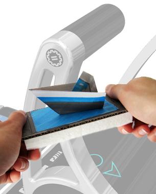 Madleen Sklenar | Master Thesis  MAREX ECS ist ein Wachstumsprojekt der Bosch Rexroth AG Hannover, in dem Schiffssteuerungen entwickelt werden. Für diese Steuerung wurde in der Master-Thesis neben dem Produktentwurf in erster Linie die Bedienebene analysiert und neu strukturiert sowie Bedienkonzepte überprüft und weiterentwickelt. Im weiteren Verlauf entstanden Icons, die die intuitive Nutzung des Systems vereinfachen sollen und ein Konzept, in dem ein Teil der Steuerung mittels Smartphone umgesetzt wird.