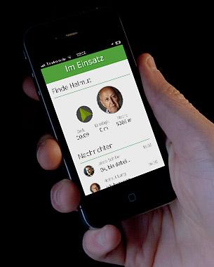 Daniel Frank | Master-Thesis  Das Forschungsprojekt inDAgo entwickelt Lösungen um die Mobilität von Senioren zu erhalten. Der inDAgo Assistent ist ein Gerät, dass die Träger mit Informationen auf ihren täglichen Wegen unterstützt. Ein Helfernetzwerk steht den Menschen zur Seite, falls unterwegs unerwartete Probleme auftauchen. Im Rahmen der Masterthesis wurde eine Smartphone-Applikation für das Helfernetzwerk entwickelt. Die inDAgo App vernetzt, informiert und ermöglicht es den Usern, den Senioren in Not zu helfen.