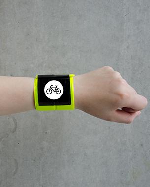 // Snap'n'Track ist ein Gadget, dass dabei hilft Kontakte zu knüpfen und Sharing-Objekte leichter ausfindig zu machen. So kann man auf der Karte Personen mit dem gleichen Ziel oder die nächsten freien Objekte finden. Dabei werden Daten, wie Wetter und Verkehr abgerufen und Vorschläge für ein Fahrzeug gemacht,  bei hoher Verkehrsauslastung wird so z.B. die Nutzung eines Sharingbikes empfohlen. Der Nutzer wird dann direkt zu seinem gewählten Objekt geführt und kommt einfacher ans Ziel.   // Stephanie Keil // Sandy Geist // Laura Böhm